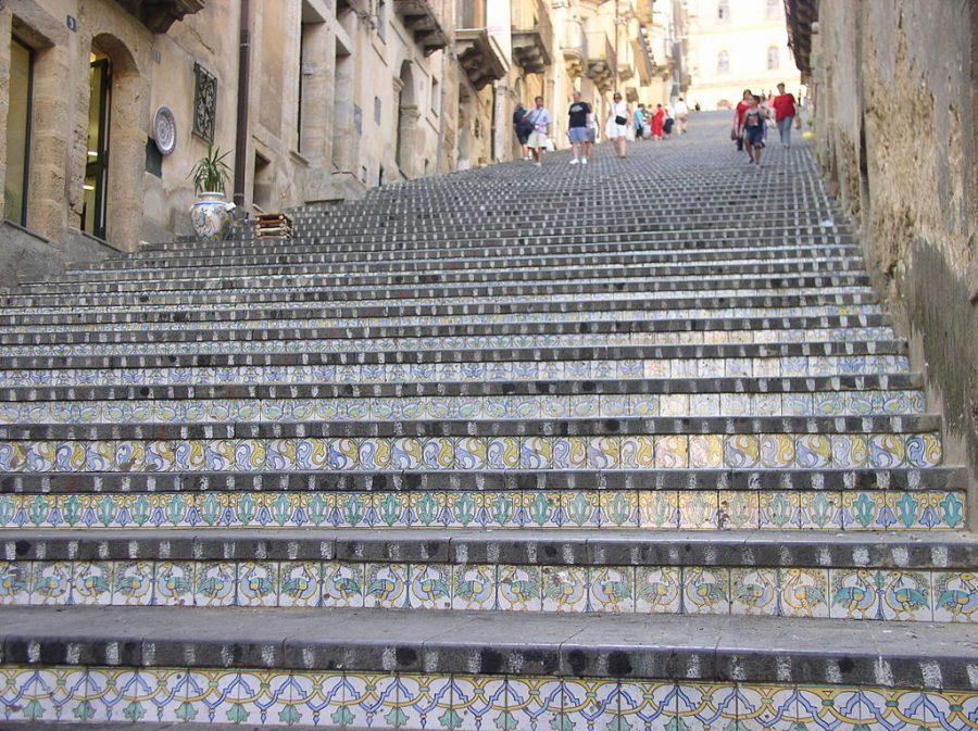 Caltagirone: perla dellentroterra siciliano terredimare